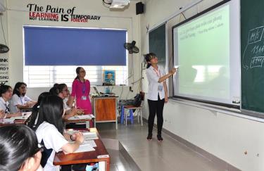 Một giờ học môn Tiếng Anh của cô và trò Trường THPT Chuyên Nguyễn Tất Thành.