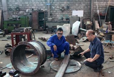 Công ty chế tạo các máy móc phục vụ sản xuất nông - lâm nghiệp do ông Vũ Hữu Lê làm giám đốc đã tạo nhiều công ăn việc làm cho lao động địa phương. (Ảnh: Minh Huyền)
