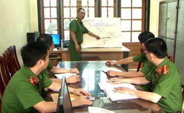 Lực lượng cảnh sát hình sự Công an tỉnh xây dựng phương án truy bắt tội phạm.
