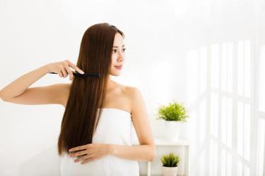 Chăm sóc tóc, da đầu góp phần làm chậm tình trạng lão hóa.