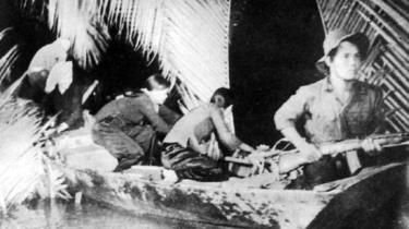 Du kích Đông Nam Bộ tiếp nhận và vận chuyển vũ khí do tàu Không số chi viện.