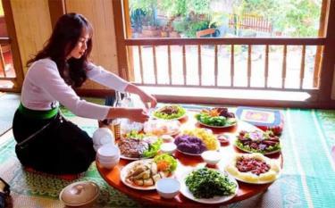 Homestay Luật Phượng ở thôn Đêu 2, xã Nghĩa An, thị xã Nghĩa Lộ tăng cường kinh doanh ẩm thực trong lúc tạm dừng đón khách du lịch.