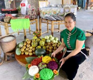 The family of Ha Thi Chinh in Deu 2 village, Nghia An commune develop homestay tourism model.