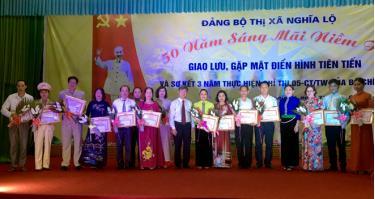 15 tập thể, 17 cá nhân điển hình tiên tiến trong học tập và làm theo tấm gương đạo đức Hồ Chí Minh được Đảng bộ thị xã khen thưởng.