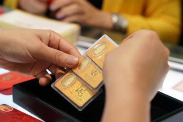 Giá vàng SJC tăng cao theo giá vàng thế giới.