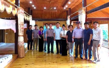 Đoàn du khách thuộc Hiệp hội Doanh nghiệp Hàn Quốc trải nghiệm du lịch cộng đồng ở thị xã Nghĩa Lộ.