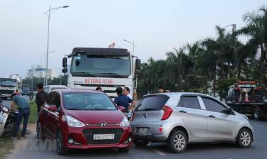 Hiện trường vụ tai nạn liên hoàn trên QL18