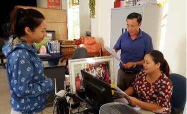 Bí thư Đảng ủy, Chủ tịch UBND thị trấn Lê Ngọc Long luôn lắng nghe, sáng tạo, dám nghĩ dám làm và sâu sát với công việc.