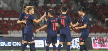 Thái Lan giành chiến thắng đậm trên sân của Indonesia.