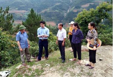 Ban Kinh tế Ngân sách HĐND tỉnh giám sát việc thực hiện các nghị quyết của HĐND tỉnh thông qua danh mục các dự án cần thu hồi đất tại huyện Mù Cang Chải.