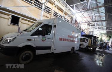 Các đơn vị chức năng huy động các phương tiện chuyên dụng hiện đại nhất để phục vụ công tác tẩy độc.