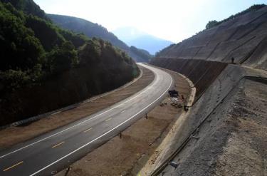 Đường cao tốc Cam Lộ - La Sơn sẽ nối với đoạn La Sơn - Túy Loan (sắp hoàn thành) để hợp thành tuyến Cam Lộ - La Sơn - Túy Loan.