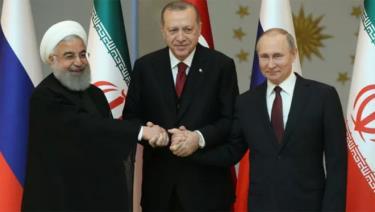 Tổng thống Iran Hassan Rouhani, Tổng thống Thổ Nhĩ Kỳ Tayyip Erdogan và Tổng thống Nga Vladimir Putin (từ trái sang).