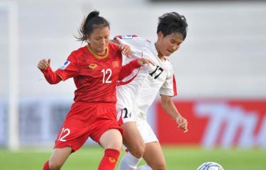 U16 nữ Việt Nam (áo đỏ) không thể cản được Triều Tiên.