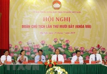 Đoàn Chủ tịch hội nghị của Ủy ban Trung ương Mặt trận Tổ quốc Việt Nam tại hội nghị lần thứ 17, khóa VIII.
