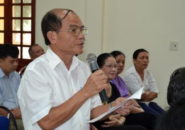 Cử tri phường Yên Ninh, thành phố Yên Bái phát biểu ý kiến với đại biểu HĐND 3 cấp tại Hội nghị tiếp xúc cử tri trức Kỳ họp thứ 13 – HĐND tỉnh khóa XVIII.