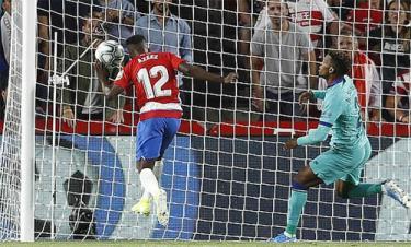 Lưới của Barca rung lên từ giây 63.