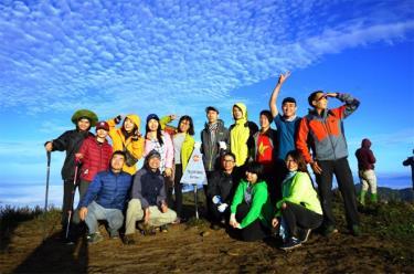 Nhóm các bạn trẻ Hà Nội chinh phục đỉnh Tà Chì Nhù.