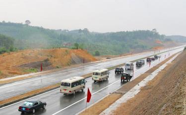 Hạ tầng giao thông được đầu tư, đáp ứng tốt nhu cầu phát triển kinh tế - xã hội của tỉnh trong tương lai.