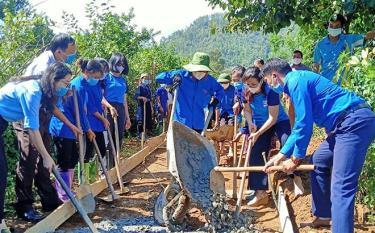 Thanh niên Yên Bái tích cực chung tay xây dựng nông thôn mới. (Ảnh:Mai Linh)
