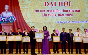 Thừa ủy quyền của Chủ tịch nước, Phó Chủ tịch nước Đặng Thị Ngọc Thịnh tặng Huân chương Lao động cho các tập thể và cá nhân có thành tích xuất sắc trong phong trào thi đua yêu nước giai đoạn 2016 -2021 tại Đại hội thi đua yêu nước tỉnh Yên Bái lần thứ X, năm 2020.