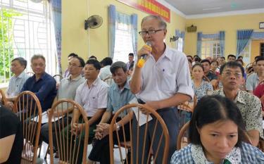 Cử tri xã Hưng Khánh, huyện Trấn Yên phát biểu ý kiến tại cuộc tiếp xúc cử tri của đại biểu HĐND tỉnh.