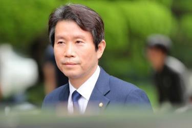 Bộ trưởng Thống nhất Hàn Quốc Lee In-young.
