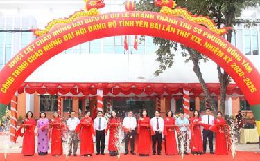 Lãnh đạo thành phố Yên Bái và các đại biểu cắt băng khánh thành.