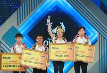 Giây phúc đăng quang của Nguyễn Thị Thu Hằng.