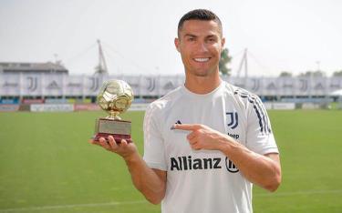 Ronaldo có lần thứ 5 giành danh hiệu Cầu thủ ghi bàn tốt nhất thế giới
