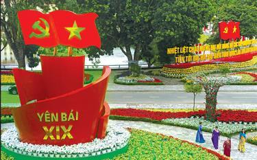 Biểu tượng ngọn đuốc niềm tin và khát vọng hướng về Đại hội đại biểu Đảng bộ tỉnh Yên Bái lần thứ XIX, nhiệm kỳ 2020 - 2025. (Ảnh: Thanh Miền)