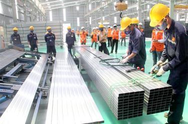 Sản xuất thép hộp tại Tôn Hoa Sen Yên Bái.