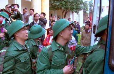 Công dân Yên Bái lên đường nhập ngũ. (Ảnh minh họa: Thanh Chi)