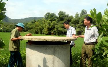 Chi hội Nông dân thôn Làng Ngần, xã Vũ Linh, huyện Yên Bình cùng các tổ chức, đoàn thể xây dựng bể thu gom bao bì thuốc bảo vệ thực vật để bảo vệ môi trường.