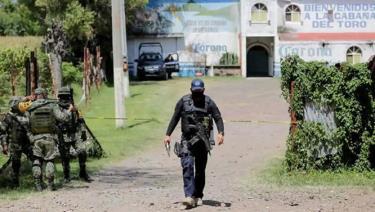 Cảnh sát phong tỏa hiện trường vụ xả súng.