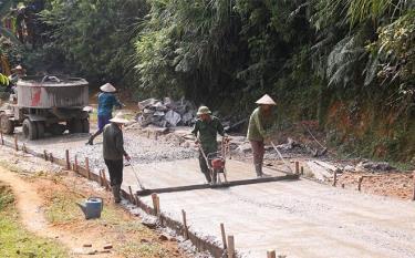 Các tuyến đường liên thôn ở xã Đại Lịch được mở mới và cứng hóa hàng năm.