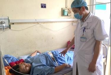 Doctors of the Luc Yen district medical centre visit the patient after the operation.