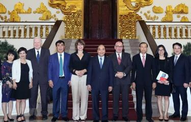 Prime Minister Nguyen Xuan Phuc on September 16 hosted a reception for Dutch and Belgian Ambassadors, Elsbeth Akkerman and Paul Jansen, along with EU investors.