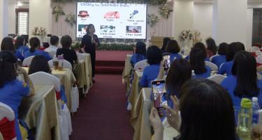 40 nữ doanh nhân của tỉnh được Thạc sỹ Nguyễn Thị Thu Quế, giảng viên Trường Đại học Kinh tế Quốc dân Hà Nội truyền đạt những kinh nghiệm kinh doanh trong nhu cầu bối cảnh mới.