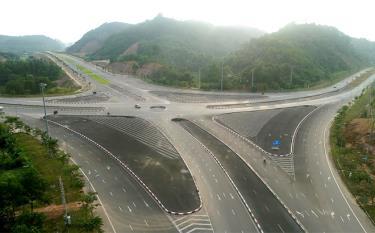 Hệ thống đường giao thông kết nối phía Đông và phía Tây tỉnh Yên Bái.
