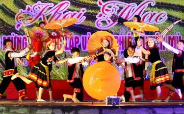 Thông qua các lễ hội, nhiều nét đẹp văn hóa của đồng bào Mông được gìn giữ và phát huy.