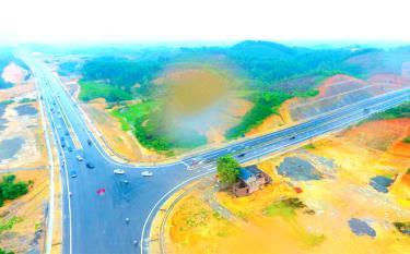 Một góc tuyến đường nối quốc lộ 32C với đường cao tốc Nội Bài - Lào Cai.