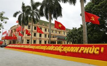 Thành phố Yên Bái rực rỡ cờ hoa chào mừng Đại hội đại biểu tỉnh Yên Bái lần thứ XIX.