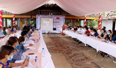 The Women's Union of Yen Bai province recently coordinated with Hagar International in Vietnam to hold a mid-term review meeting for the project.