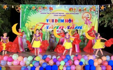The Full-Moon Gala night 2021 held by the Yen Bai provincial Youth Union and Children's Council takes place in Pa Lau commune of Tram Tau mountainous district in a fancy and eventful atmosphere.