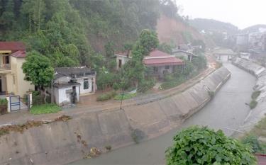 Công điện yêu cầu các ngành thành viên Ban Chỉ huy PCTT-TKCN tỉnh; UBND các huyện, thị xã, thành phố chủ động ứng phó với ảnh hưởng của bão Conson và hoàn lưu sau bão. Ảnh: Ngày 8/9, Yên Bái đã bắt đầu mưa (Ảnh: Thủy Thanh)