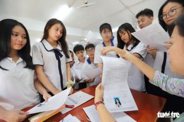 Học sinh TP.HCM nộp hồ sơ đăng ký dự thi tốt nghiệp THPT và đăng ký xét tuyển đại học 2021