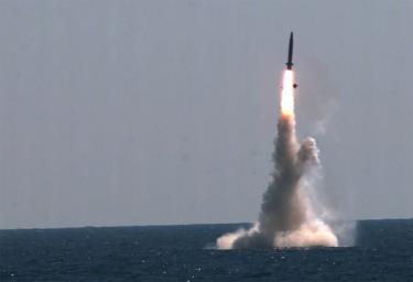 Tên lửa đạn đạo phóng từ tàu ngầm của Hàn Quốc ngày 15-9 tại tỉnh Nam Chungcheong