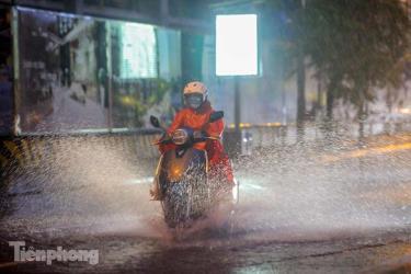 Từ đêm nay, miền Bắc đón một đợt mưa dông lớn kéo dài nhiều ngày.
