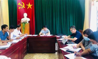 Đồng chí Giàng A Tông - Ủy viên Ban Thường vụ Tỉnh ủy, Chủ tịch Ủy ban Mặt trận Tổ quốc tỉnh làm việc với xã Nậm Có.